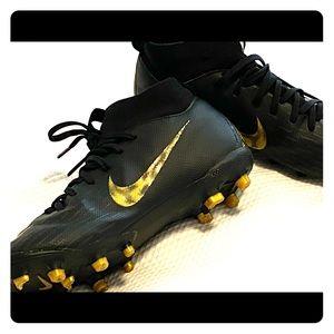 Nike Boys Size 1 soccer/ football cleats
